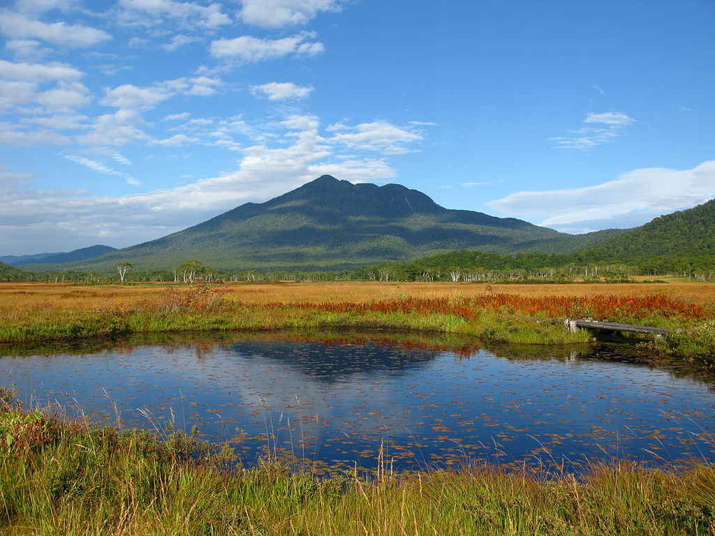 四季の山カレンダー - 秋の尾瀬と燧ヶ岳