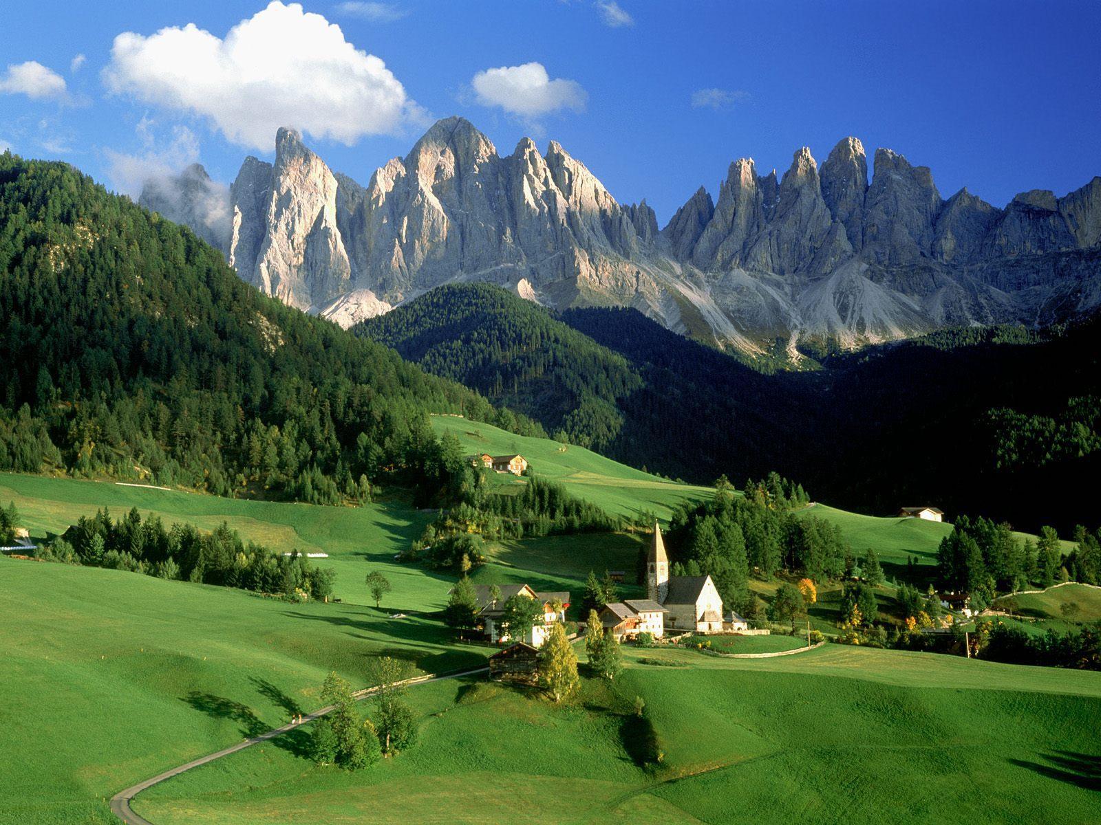 イタリア世界遺産「ドロミテ山塊/フネス谷」カレンダー